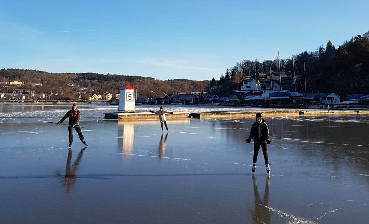 ICE-skating On The Bay